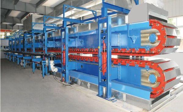 Anlage, in der Sektionaltore produziert werden